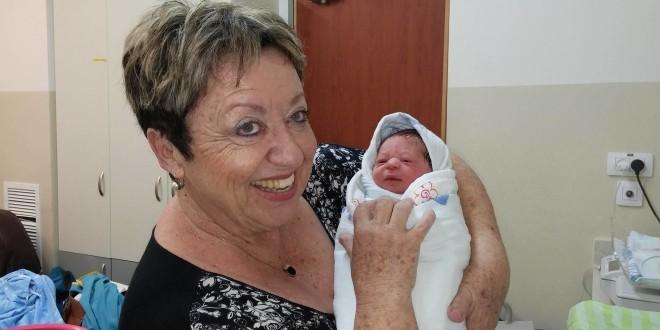 אסתי דונסקי דולה, מטפלת הוליסטית והכנה ללידה בדרום
