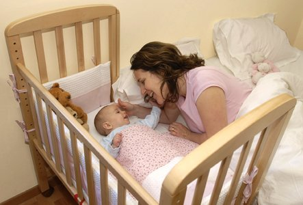 מיטונת עריסה נצמדת לתינוק